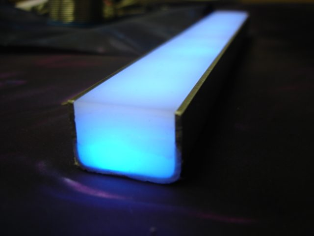 led lichtschienen f r stufenbeleuchtung aus standardprofilen mit makrolonabdeckung. Black Bedroom Furniture Sets. Home Design Ideas
